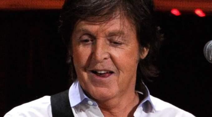 Paul McCartney tog ton under en spårvagnsresa i New Orleans till sina medresenärers förtjusning. Foto: ALL OVER PRESS
