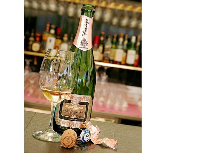 Ett annat förslag till välkomstdrinken är den lite dyrare Monte Rossa Flamingo Rosé.