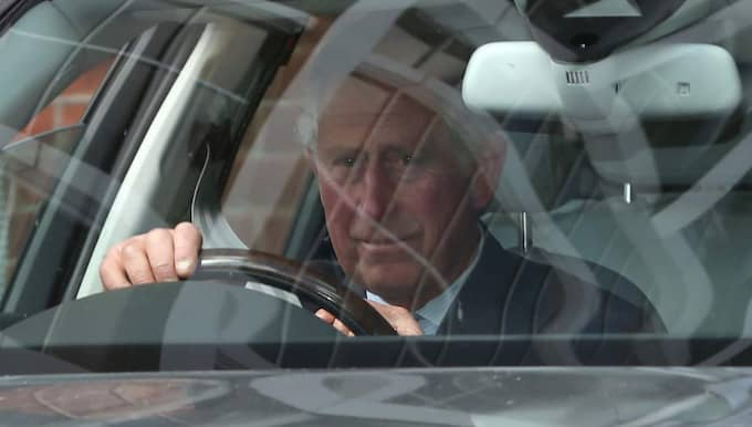Inte mindre än två timmar senare kom farfar, prins Charles, med sin Camilla. Foto: Danny E. Martindale