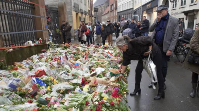 Några timmar efter det första attentatet slog 22-åringen till mot synagogan i centrala Köpenhamn. En vakt som stod utanför och bevakade en judisk konfirmationsfest sköts i huvudet och avled. Två poliser skottskadades också. Foto: Stefan Lindblom/Hbg-Bild