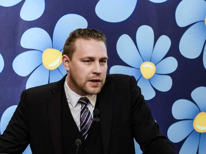 Sverigedemokraterna fördömer dådet i Eskilstuna men vikarierande partiledaren Mattias Karlsson vill inte kommentera Poohls utalanden. Foto: Pontus Lundahl / Epa / Tt