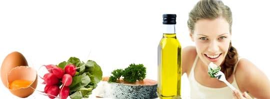 Satsa på protein från exempelvis ägg och lax, ät grönsaker och fett från olivolja.