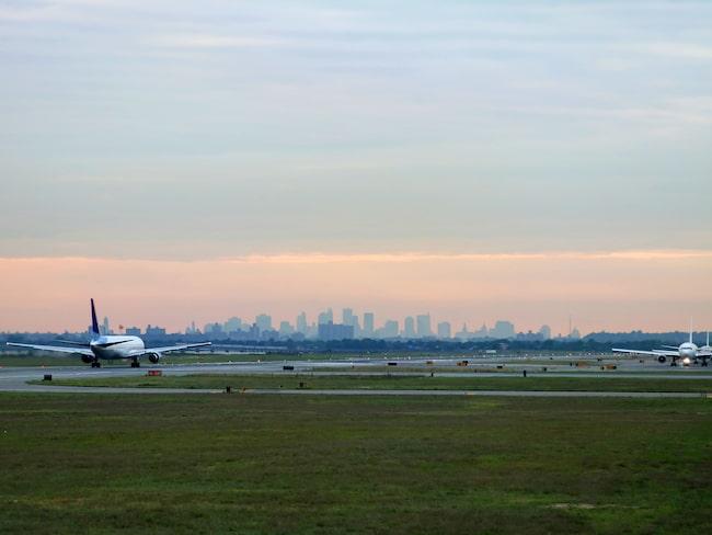 Flera flyg blev under fredagskvällen försenade från John F Kennedy-flygplatsen i New York.