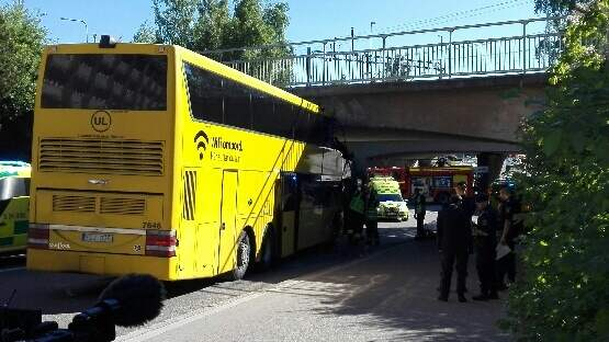 Här har bussen kört in under viadukten Foto: Alexander Arntsen