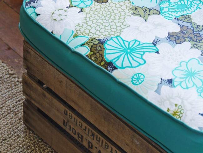 Lådan är köpt begagnad i en blomsteraffär, likande säljs hos Granit för 399 kronor.