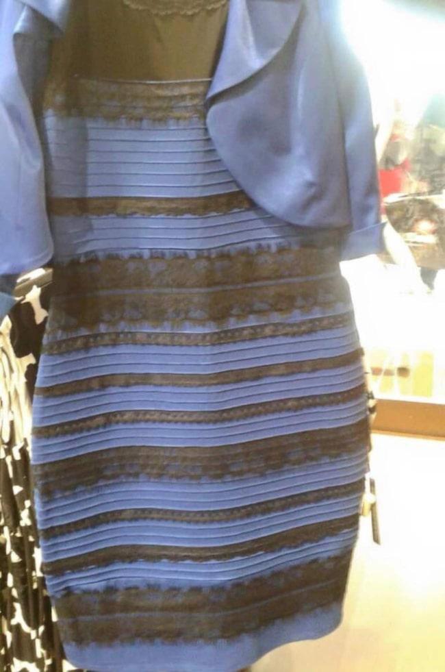 dd51ae0e72ac Guldvit eller blåsvart? Här är klänningen som delar människor i två  färgläger.
