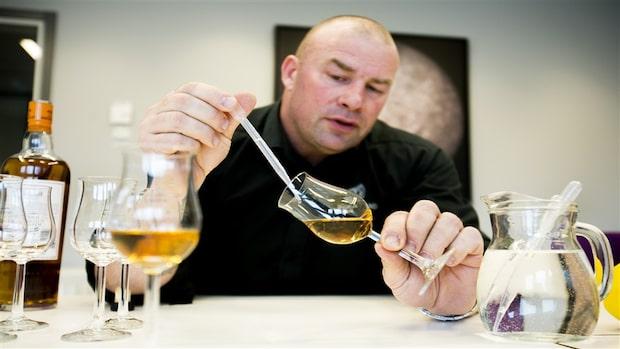 Martin Markvardsen testar whisky