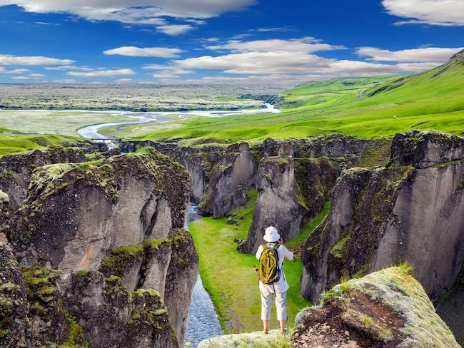 Fjaðrárgljúfur är 100 meter djup.