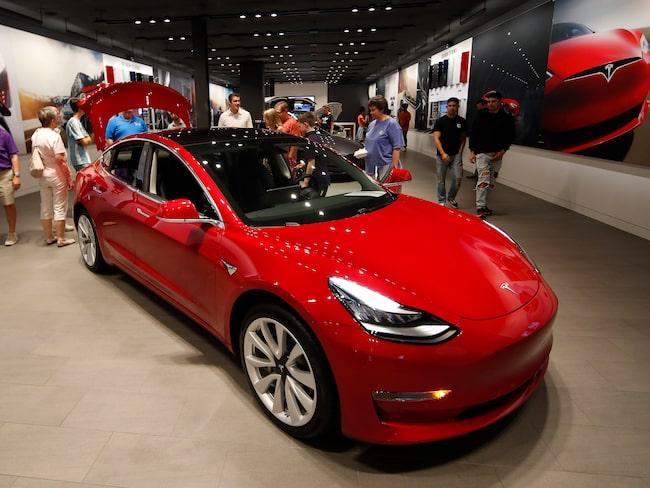 Tesla Model 3 tar Tesla för första gången över tröskeln till lönsamhet.