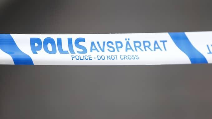 Polis spärrade av flera områden på Hisingen. Foto: FOTO: HENRIK JANSSON