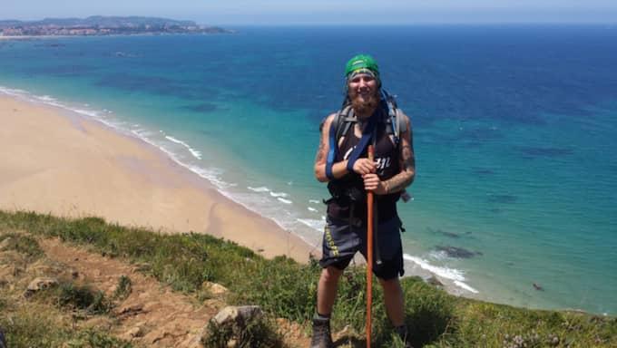 Viktor Jinnevång vandrar hela vägen från Norrköping till Spanien för att samla ihop pengar till utsatta ungdomar. Foto: Privat