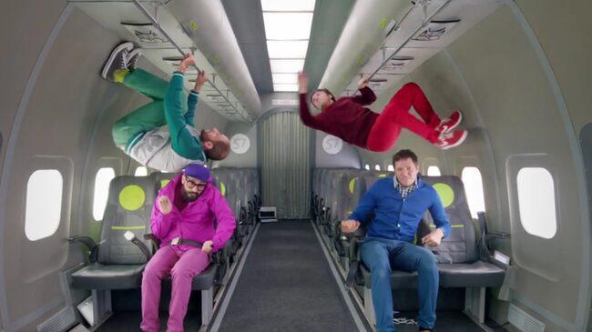 Videon spelades in i ett flygplan ovanför Ryssland – i tyngdlöst tillstånd.