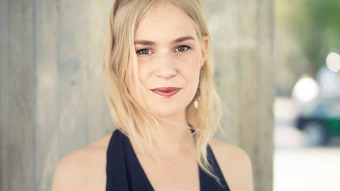 Anna Axfors är poet. Foto: Charles Ludvig