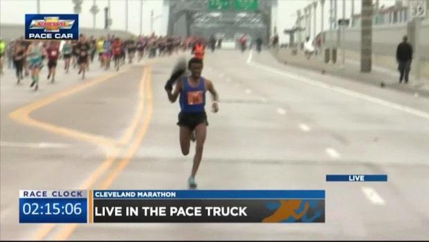 Här lurar han motståndaren i maratonloppet