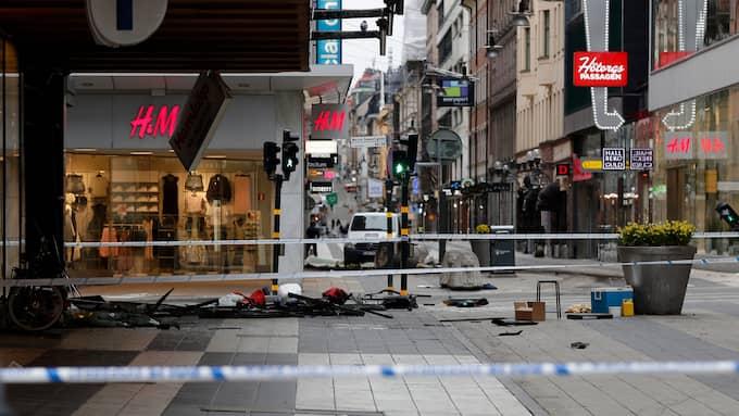 Fem människor dödades i terrordådet på Drottninggatan den 7 april 2017. Foto: MARKUS SCHREIBER / AP TT NYHETSBYRÅN
