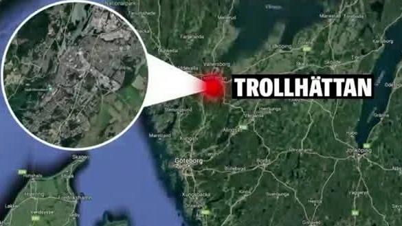 Polisbil sönderslagen i Trollhättan av gäng