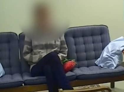 Linnea, 14, våldtogs på skoltoaletten. Efteråt hyllades våldtäktsmannen och Linnea tvingades flytta. Foto: SVT