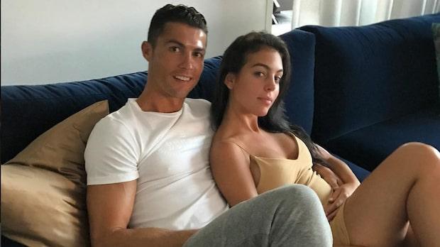 Ronaldos egna kärleksbild med flickvännen
