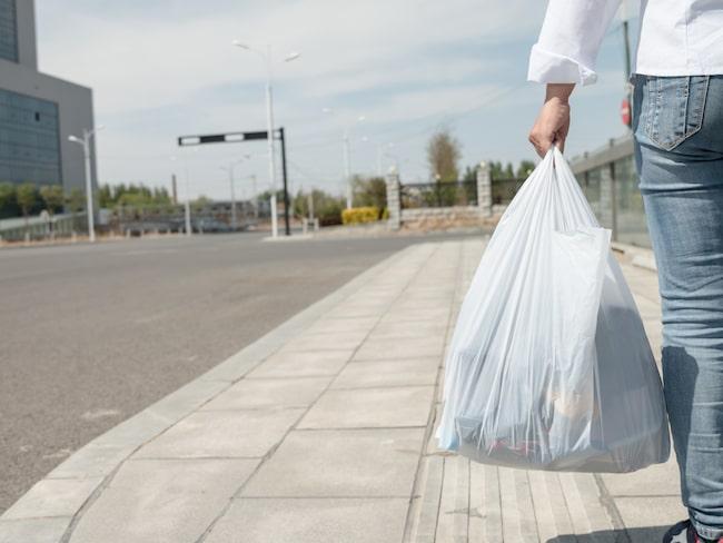 Men nu kommer en ny forskarstudie från Danmark som visar att det är bättre att använda plastpåsar i stället för tyg- eller papperspåsar.  Läs mer nedan!