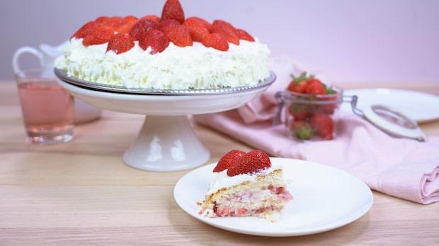 Klassisk jordgubbstårta - så gör du