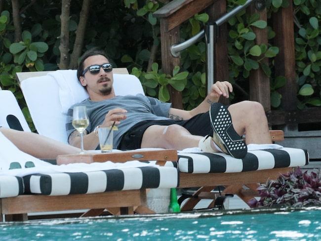 Zlatan Ibrahimovic vilar ut i Miami efter knäoperationen i Pittsburgh.