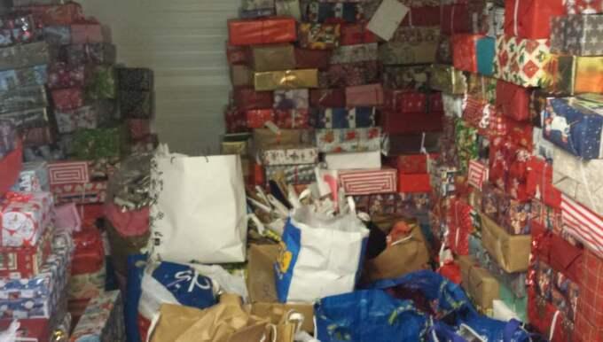 Några av de julklappar som samlats in. Gåvorna är så många att de blir över efter julafton.