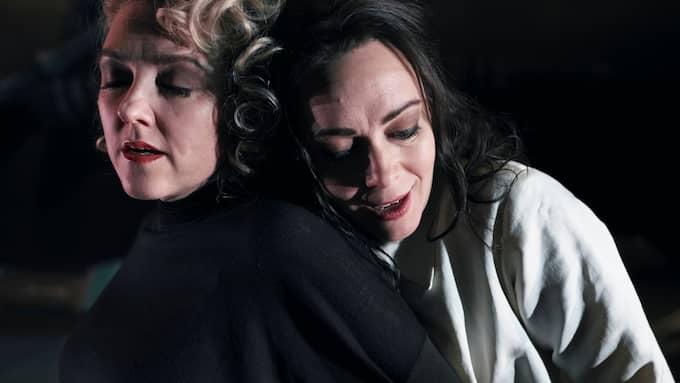 Susanna Levonen (Orfeo) och Henriikka Gröndahl (Euridice). Foto: Micke Sandström.