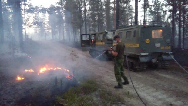 Lars Gyllenhaal kämpar mot branden i Jokkmokk
