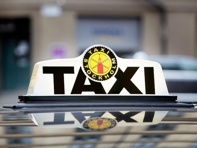 En taxichaufför fick rycka ut i en polisinsats.  – Det var lite spännande att få hjälpa polisen, säger han till Allt om Bilar.