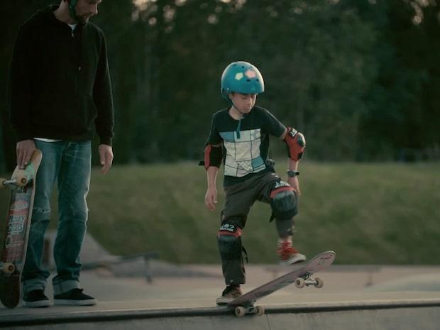 I Högdalen välkomnas alla att testa på skateboard