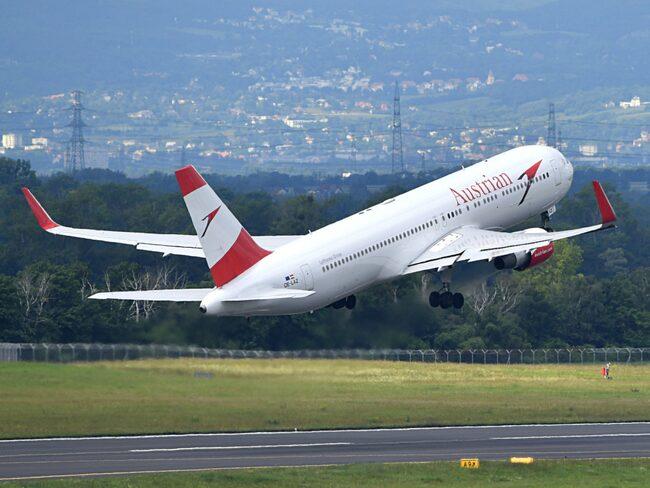 Hjärnkirurgen David Walker flög med Austrian Airlines när olyckan inträffade.