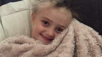 """Sjuåringen kallas """"Super-Molly"""" av familj och vänner. Foto: Privat"""