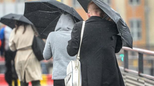 Regnskurar drar in under tisdagen