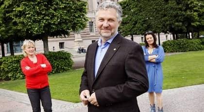 Lotta Gröning och Marie Söderqvist intervjuar Miljöpartiets Peter Eriksson. Foto: Cornelia Nordström