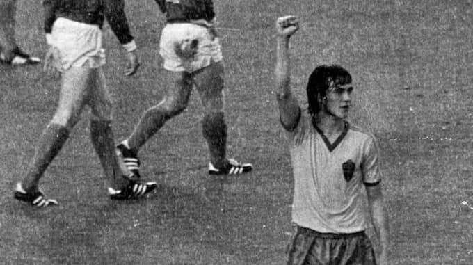 Ralf Edströms kanske största ögonblick i fotbollskarriären, han firar sitt fantastiska 1-0-mål i fotbolls-VM mot hemmanationen Västtyskland. Foto: JAN DÜSING