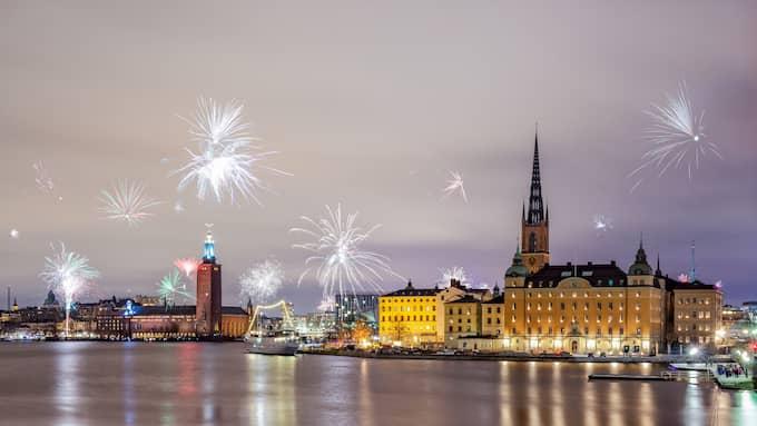 Stockholms stadshus ser ut som ett drömslott på nyårsnatten 2016. Och drömslott, eller luftslott, är något politiker i stadshuset gärna bygger åt de äldre. Äldreboenden, däremot - not so much. Foto: KEVINCHO_PHOTOGRAPHY / GETTY IMAGES/ISTOCKPHOTO ISTOCKPHOTO