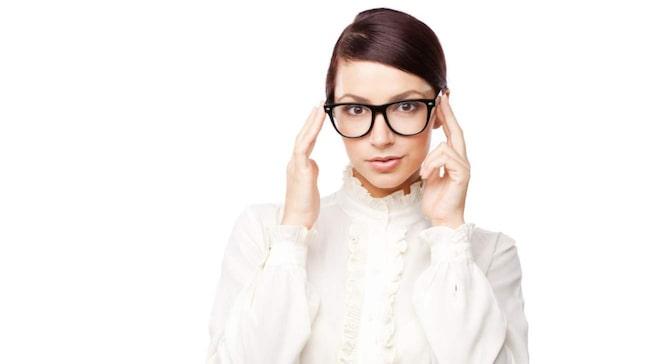 <span>Hör upp alla brillormar! Här kommer 10 sminktips du kan ha nytta av.</span>