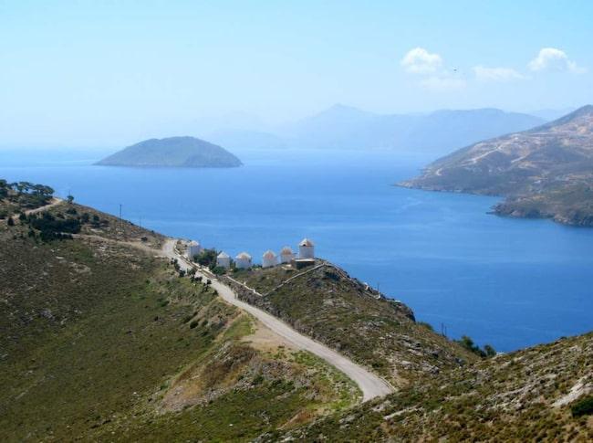 Gröna ön Leros ligger i Egeiska havet, strax utanför den turkiska kusten, och inte ens ett par timmars båtresa från charterön Kos.