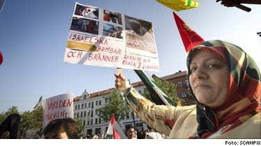 Visar avsky. Demonstranter i Malmö visar sin avsky mot Israel.