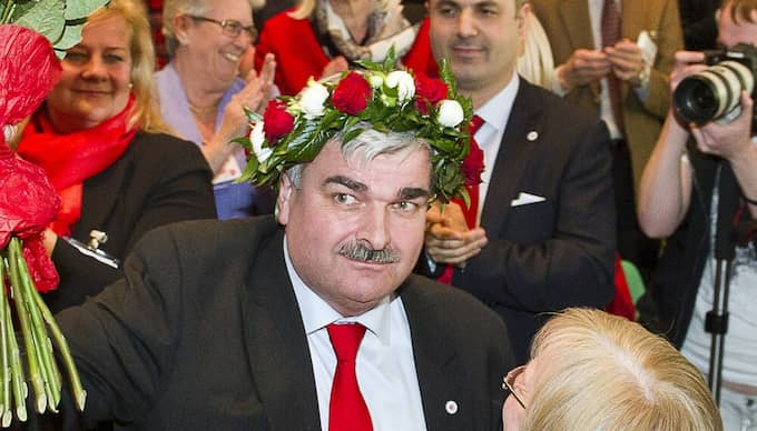 Håkan Juholt utsågs i går till Socialdemokraternas nya partiledare. Expressen kan avslöja att Juholt som biträdande partisekreterare fick en fallskärm på nästan en miljon kronor. Foto: Suvad Mrkonjic