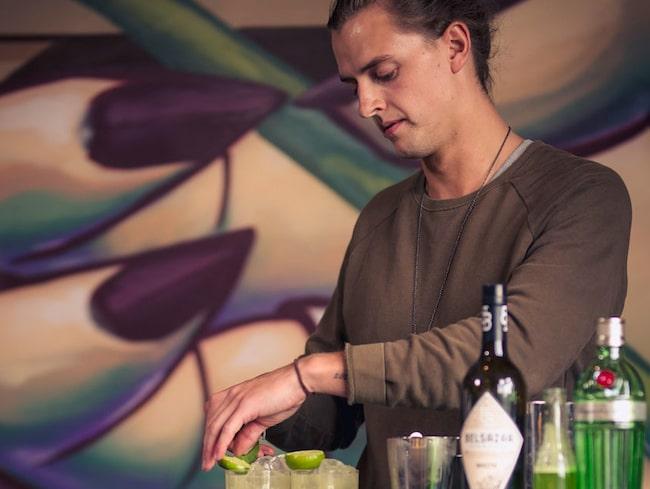 Emil Hed – mästar-drink-blandaren.