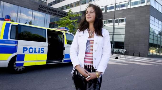 """Sanela Bahtagic, 18, hängdes ut på gbgsorroz. I går inleddes rättegången och hon var en av dem som vittnade: """"Det är jobbigt men samtidigt skönt att rättegången har startat."""", säger hon. Foto: Lennart Rehnman"""