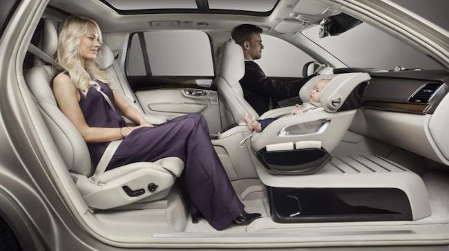 Excellence child seat ersätter framsätet. Verkstaden ska klara att göra bytet på ett par timmar enligt Volvo.