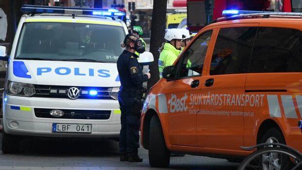 """Byggnader i Stockholm spärras av - en """"försändelse"""" kontrolleras"""