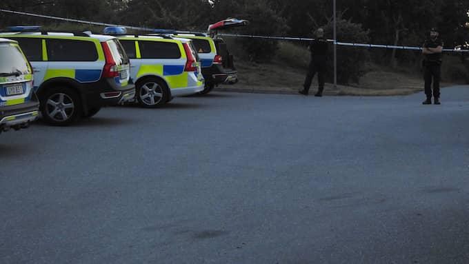 Polis åkte under måndagskvällen till Järfälla efter att en person larmat om ett misstänkt sexuellt övergrepp. Foto: Privat