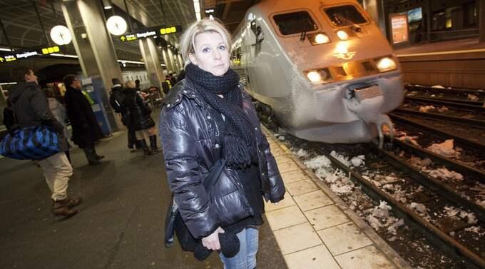 """Anna Rönnlund pendlar fyra dagar i veckan: """"Mitt förtroende för SJ är inte särskilt stort"""", säger hon. Foto: Stefan Forsell"""