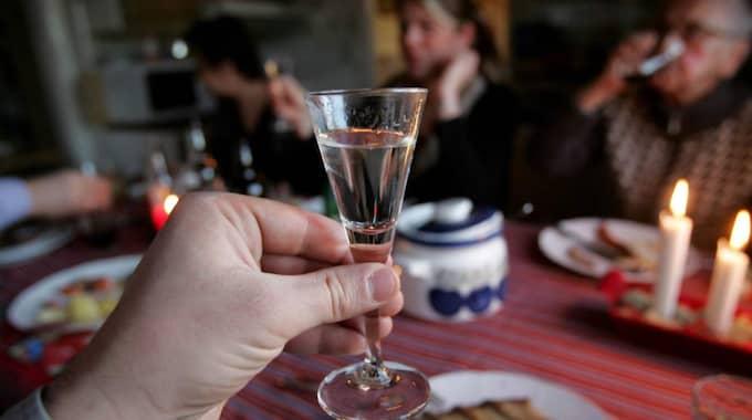 Alkoholens närvaro ifrågasättas sällan, skriver Katerina Janouch. Foto: Fredrik Sandberg/TT