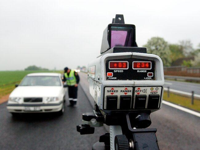 På bara några timmar blev 30 bilister av med körkortet när polisen bevakade ett vägbygge. För höga hastigheter är ett vanligt problem vid vägarbeten. (Bilden är tagen vid ett annat tillfälle.)
