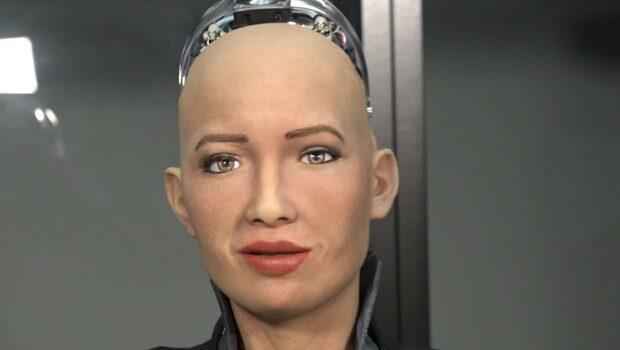 Den mänskliga roboten Sophia är på besök i Sverige - DiTV:s reporter fick en pratstund