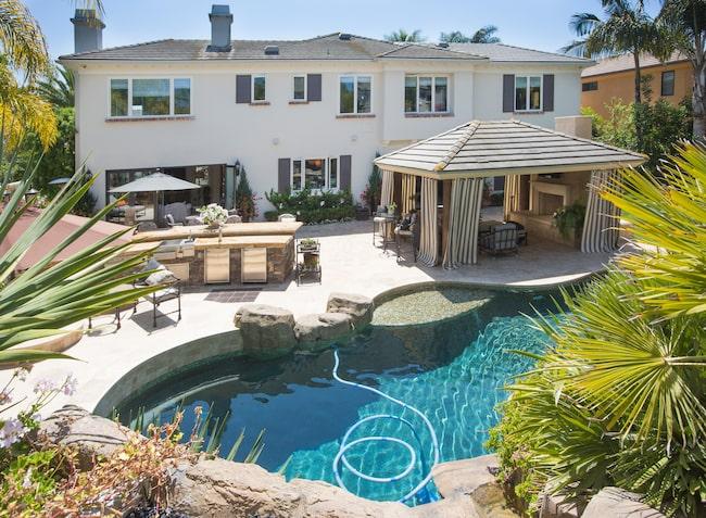 Vem skulle inte vilja hänga i det här poolområdet?